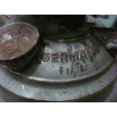 Lampião alemão gravado na parte debaixo dele!